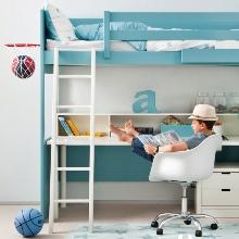 Studentský pokoj s vysokou postelí 2