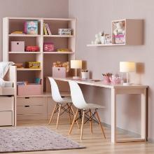 Růžový studentský pokoj