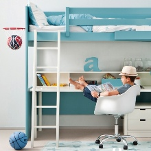 Vysoké postele s chytře využitým prostorem