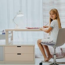 Dívčí pracovní kout