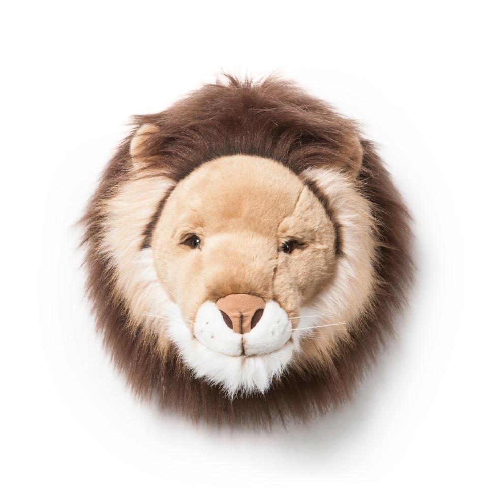 <p><strong>Cesar</strong></p> <p>Jsem Cesar, mnozí mě znají jako krále džungle. Staneme-li se kamarády, ukážu ti i mou přátelskou stranu. Zatímco mě budeš hladit po mé zlatě lesklé hřívě, naučím tě, jak být odvážný, moudrý a okouzlující. Spolu dobudeme svět!</p> <div></div>
