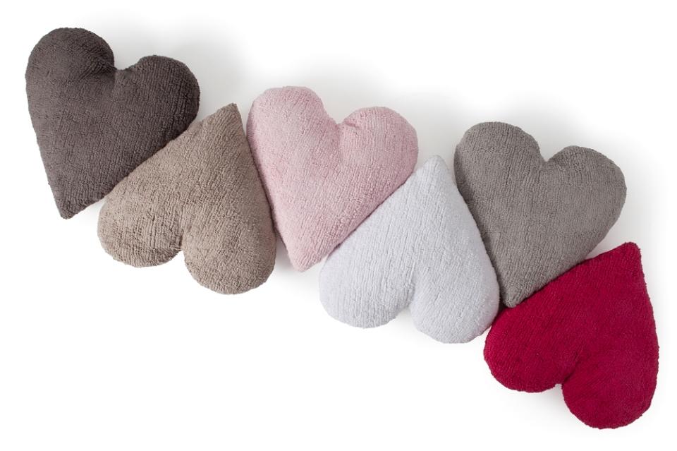 <p>Polštářky ve tvaru srdce, velikost 50x47 cm. Fuchsiová, bílá, růžová, béžová, šedobéžová, čokoládová.</p>