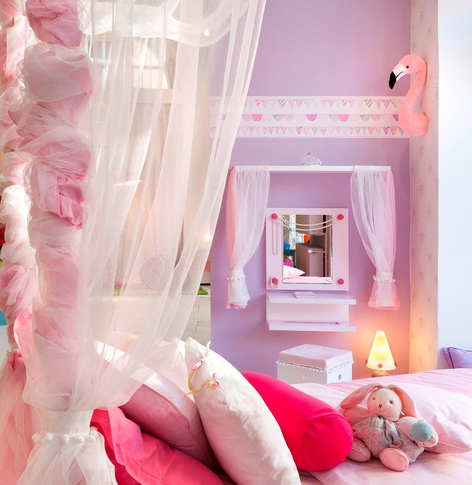 <p>A co by to bylo za holčičí pokojík bez roztomilé toaletky!! Přesně u tohoto zrcadla se může zdobit už brzy Vaše princezna.</p>