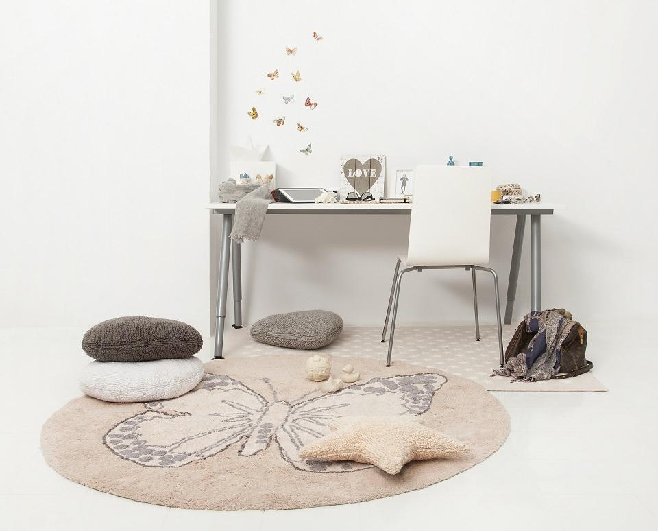 <p>Nejen tento romantický koberec s motýlem, ale všechny koberce, které máme skladem, mají cenu nyní o 20% nižší.</p>