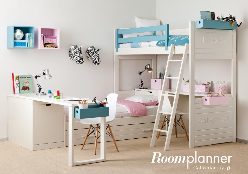 <p>Tady spí i pracují dvě děti. Prostor pro chlapce i děvčátko je využit do nejmenšího detailu tak, aby mělo každé z dětí své soukromí při spánku i při učení. A ještě je pod postelí a stolem dostatek úložných prostor pro peřiny a herní nezbytnosti.</p> <p></p> <p></p> <p></p>
