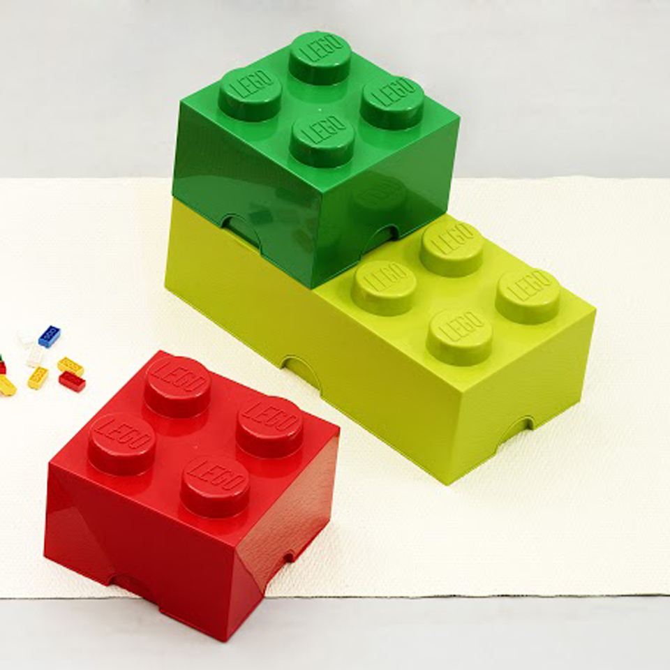 <p>TIP : originální LEGO úložné boxy nově v našem obchodě!</p> <p></p> <p>To tu ještě nebylo: pro všechny poklady z cest, hračky i školní potřeby nabízíme nyní jedinečnou sadu různě velkých boxů od LEGO! Barev, tvarů a velikostí je tolik, že si vybere opravdu každý.</p>