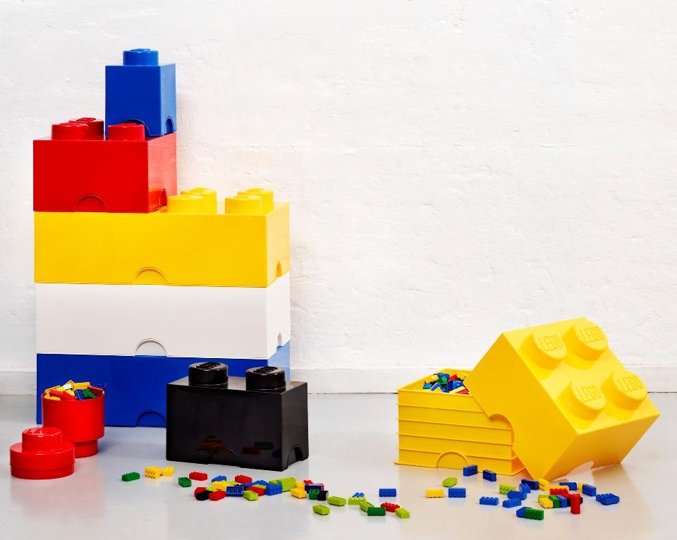 <p>ÚLOŽNÉ, PRAKTICKÉ LEGO BOXY</p> <p></p> <p>To není Lego kostička. Je to fantasticky enormně obří Lego kostka, která slouží jako úložný box na cokoli. Zda schovává Lego stavebnici, pastelky, autíčka nebo ozdoby do vlasů snadno poznáte podle barvy a tvaru té které kostky.</p> <p></p> <p></p> <p></p>