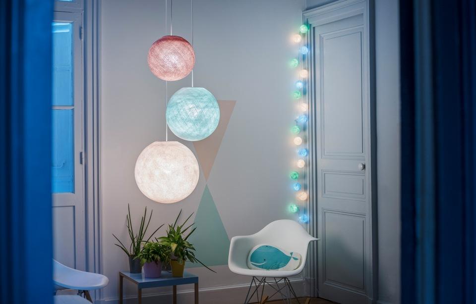 <p></p> <p>Světelné řetězy k pastelových barevných kombinacích zútulní dětský pokoj a vytvoří kouzelnou atmosferu. LED zdroje jsou součástí balení. Jednoduše zapojíte do elektrické zásuvky.</p> <p></p>