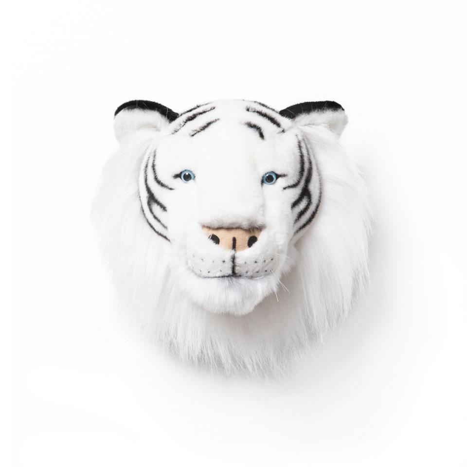 <p><strong>Bílý tygr Albert</strong></p> <p><strong><br /></strong></p> <p>Já jsem Albert a tak trochu tuším, že moje sněhobílá srst a modré oči jsou velmi půvabné. Bílí tygři jsou vzácní a to je důvod, proč toužím být opatrován a hýčkán.</p> <p>Na oplátku mohu hlídat celou noc a ubráním mého kamaráda proti zlým snům, bubákům a všemu nebezpečnému.</p> <p></p> <p></p> <p></p>